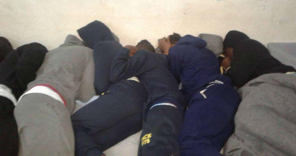 Des migrants dans un centre de détention à Misrata, en Libye. Crédit : InfoMigrants