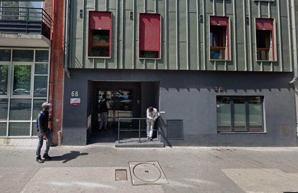 L'entrée d'une résidence sociale Coallia dans le 13 arrondissement de Paris, avant le début du confinement en vigueur depuis le 17 mars en France. Crédit : Google Street View (capture)