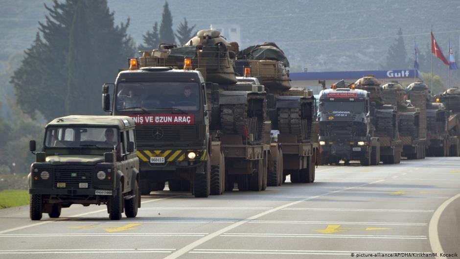 تستعد القوات التركية لعبور الحدود السورية وإنشاء المنطقة العازلة بشكل منفرد رغم تصاعد الانتقادات الدولية. الصورة Picture Alliance