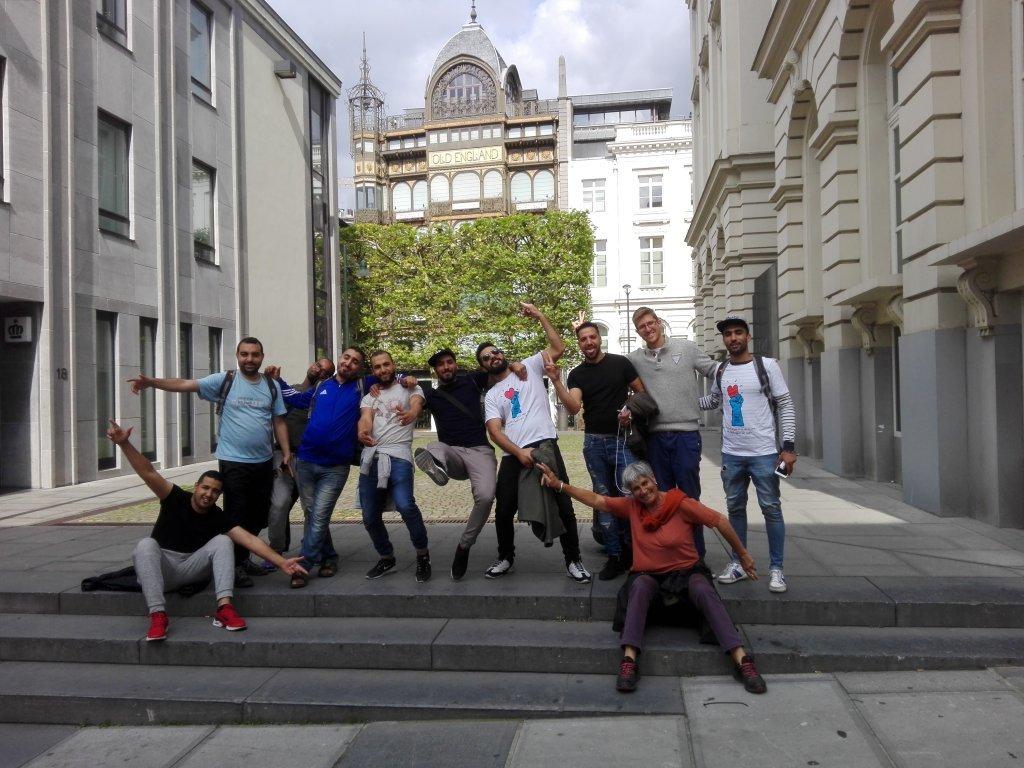 قيريوولك/ مهاجرون يقومون بجولة في بروكسل مع مرشد سياحي ومترجمين