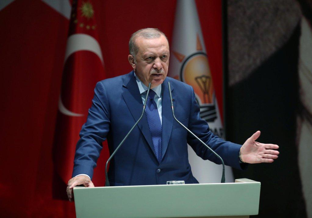 اردوغان طی این سخنرانی تهدید کرد که ۳.۶  میلیون مهاجر را به اروپا می فرستد.