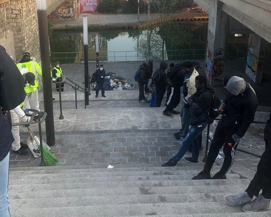 Cinquante-sept migrants qui vivaient à la rue près de Porte de la Villette, dans le 19e arrondissement de Paris, ont été mis à l'abri vendredi 10 avril. Photo : France Terre d'Asile