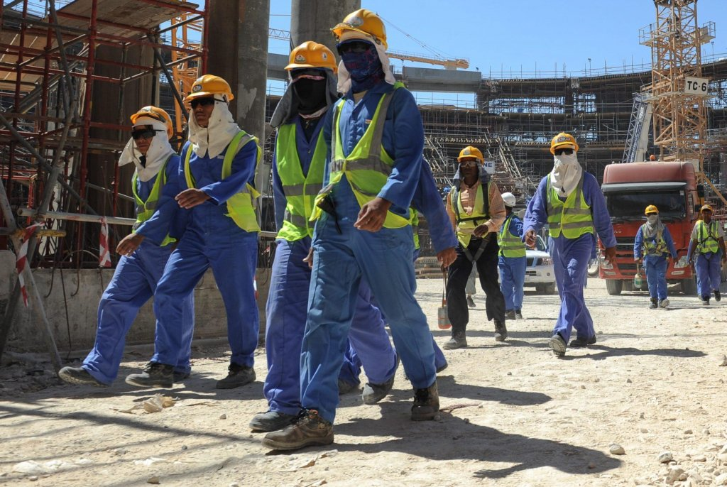 Foreign construction workers leave a construction site in Doha, Qatar, 19 November 2013 | Photo: EPA/STR