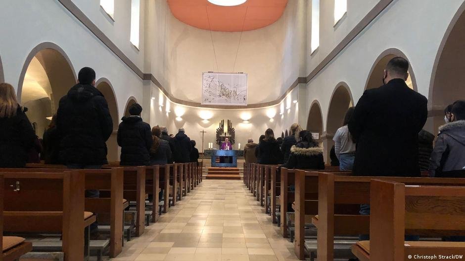 The Chaldean congregation holds Mass every Sunday in a Catholic church in Berlin | Photo: Christoph Strack/DW