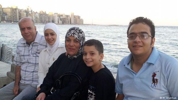 تنتظر هيا اللحام أن يلتم شمل عائلتها كما في هذه الصورة التي التقطت قبل ثلاث سنوات