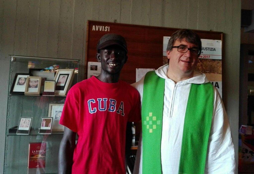 توفر الكنيسة في إيطاليا مساعدات للاجئين.