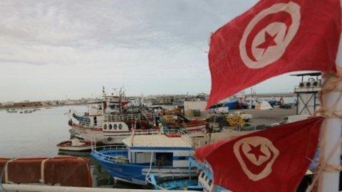 غرق أكثر من 80 مهاجرا قبالة تونس