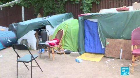 Des demandeurs d'asile érythréens campent au bord du périphérique parisien
