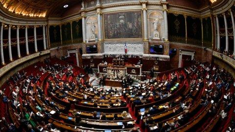 قانون الطوارئ الصحي في فرنسا