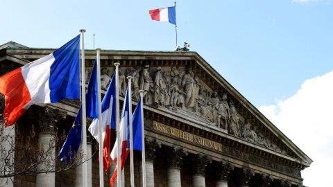 البرلمان الفرنسي يتبنى مشروع قانون اللجوء والهجرة الجديد والمثير للجدل