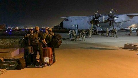 Les évacuations reprennent à l'aéroport de Kaboul après des scènes de chaos