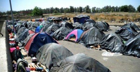 الجزائر تنفي اتهامات بالتخلي عن آلاف المهاجرين في الصحراء الكبرى