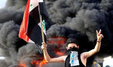 رئيس الوزراء العراقي يفرض حظر التجول