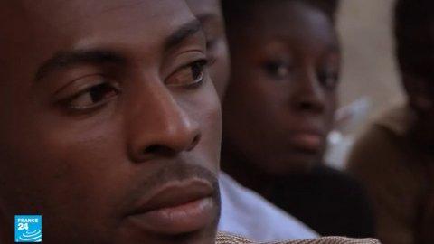 """إيفواريون يروون قصصهم مع الهجرة... و""""أسواق العبيد"""" بليبيا"""