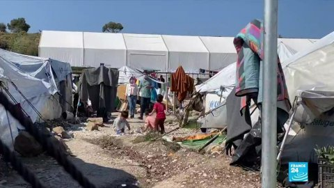 À Lesbos, quelques 7 000 personnes attendent que leur demande d'asile soit examinée. Crédit : France 24