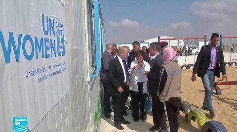 """تقرير دانية حول زيارة لودريانوزير خارجية فرنسا يزور مشروع """"الواحة"""" في مخيم الأزرق بالأردن/ مصدر: فرانس 24"""