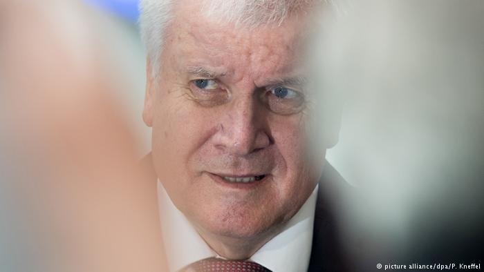 هورست زیهوفر، وزیر داخله فدرال آلمان.