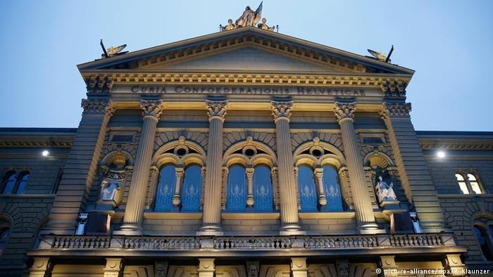 """وافق البرلمان السويسري في نهاية عام 2016 على إدخال تعديلات على قانون الإقامة والتي تهدف إلى """"تحسين الاندماج"""""""