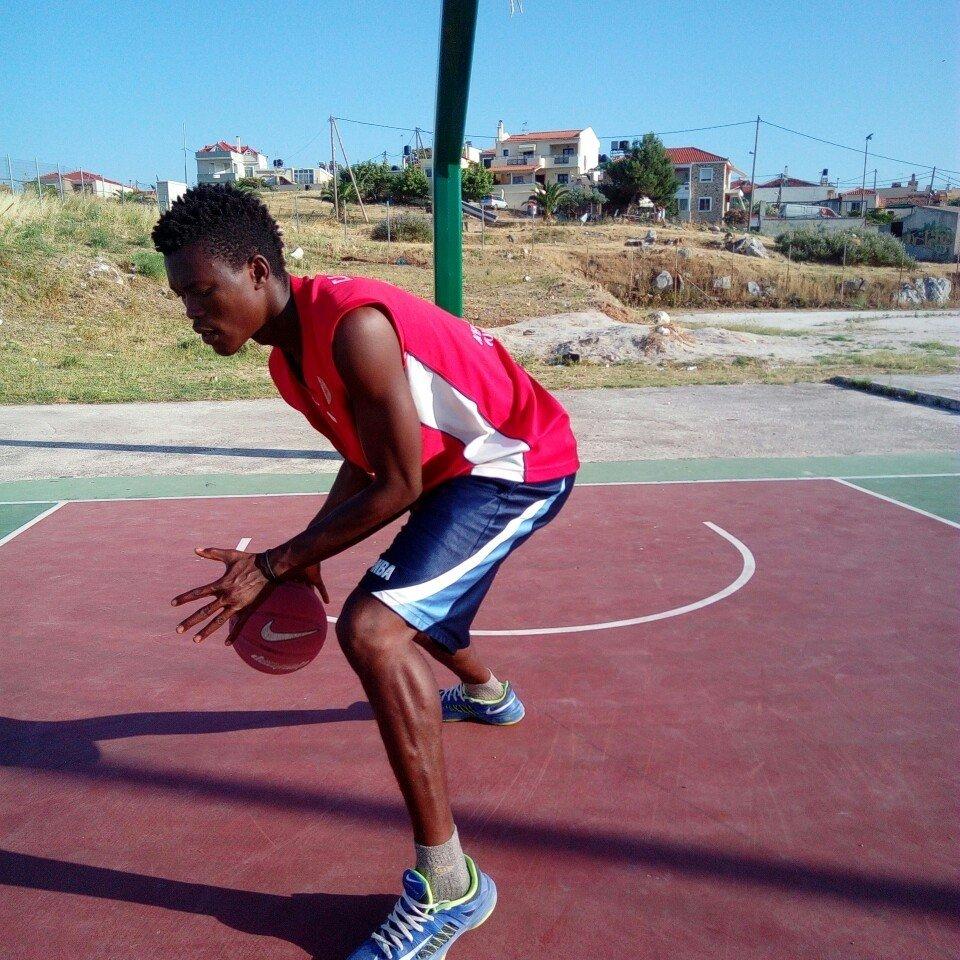 À Lesbos, Christ Wamba faisait chaque jour 50km en courant pour rejoindre le terrain de basket le plus proche. Crédit : Christ Wamba