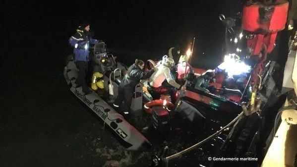 Onze personnes ont été secourues dans la nuit du 26 au 27 décembre, au large de Calais. Crédit : Gendarmerie maritime