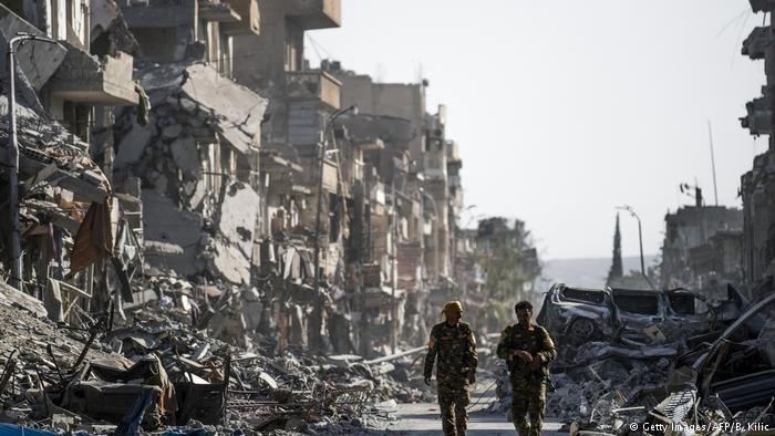 لن يتمكن أهل الرقة من العودة إليها قبل انتهاء عمليات التمشيط وإزالة الألغام