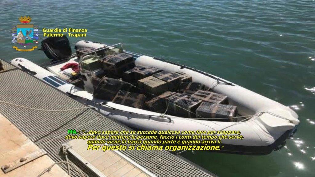 ANSA / صورة التقطتها الشرطة الإيطالية تظهر قاربا سريعا يستخدمه المهربون. المصدر: أنسا/ الشرطة المالية الإيطالية.