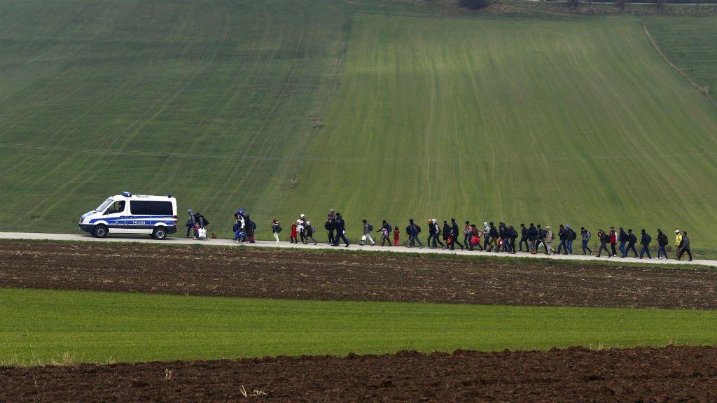 Des migrants escortés par la police en Allemagne. Crédit : REUTERS