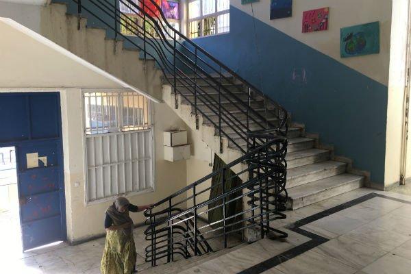 Les différents étages de l'école abandonnée servent de chambres pour les réfugiés. Crédit : Charlotte Boitiaux