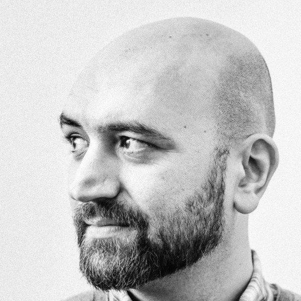 """کاوه اسپارتک مسئول انجمن """"یار"""" نهاهد حامی حقوق پناهجویان در برلین"""