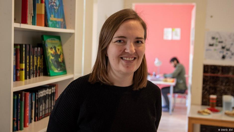 Anna-Sophie Hippke runs Tausche Bildung für Wohnen's Duisburg branch | Photo: DW/D.Ehl