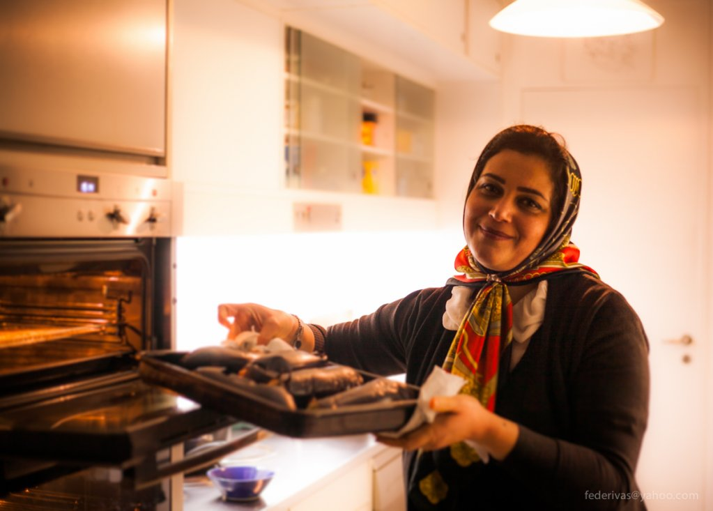 Elahe busy cooking for Migrateful | Photo: With kind permission of Migrateful