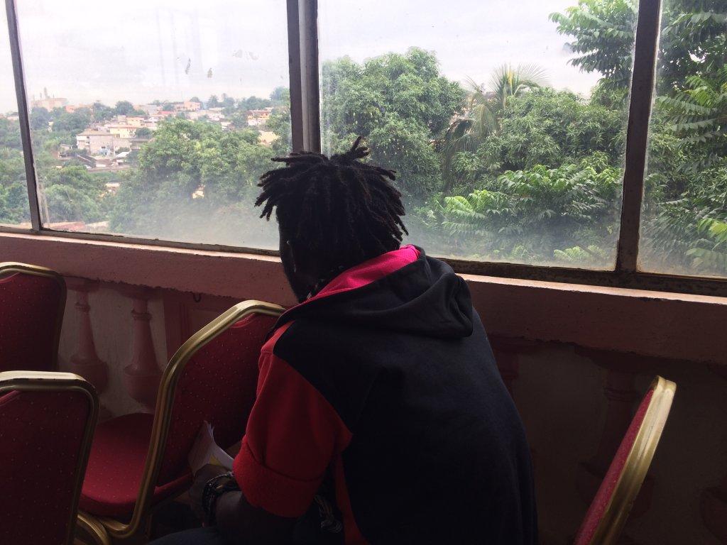 Florent a vécu l'enfer en Libye. Aujourd'hui il veut rentrer auprès des siens et tenter de débuter une nouvelle vie. Crédit : Julia Dumont