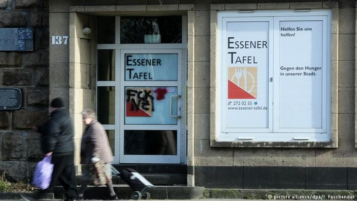 """The """"Tafel"""" food bank in Essen has stopped accepting new foreigners as their members"""