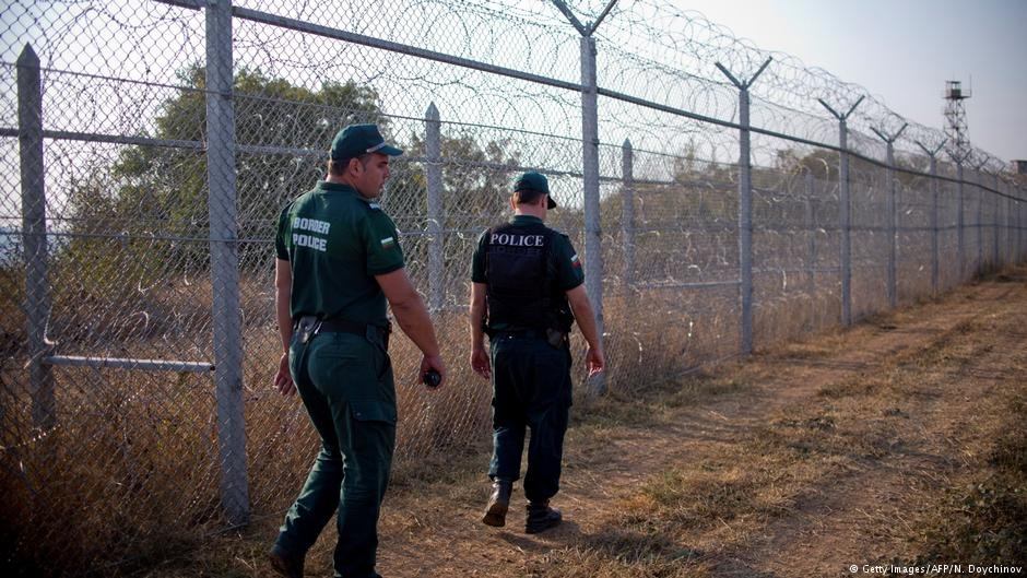 بلغاریا برای جلوگیری از ورود مهاجران در مرز این کشور با ترکیه سیم خاردار کشیده است.