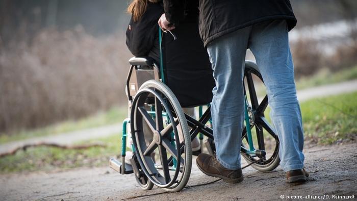 من بين مئات آلاف اللاجئين الذين وصلوا إلى ألمانيا في السنوات الأخيرة العديد من ذوي الاحتياجات الخاصة