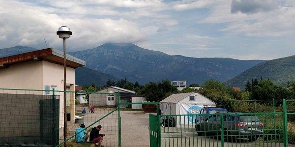 L'entrée du centre de Salakovac, interdit d'accès aux médias. Crédit : InfoMigrants
