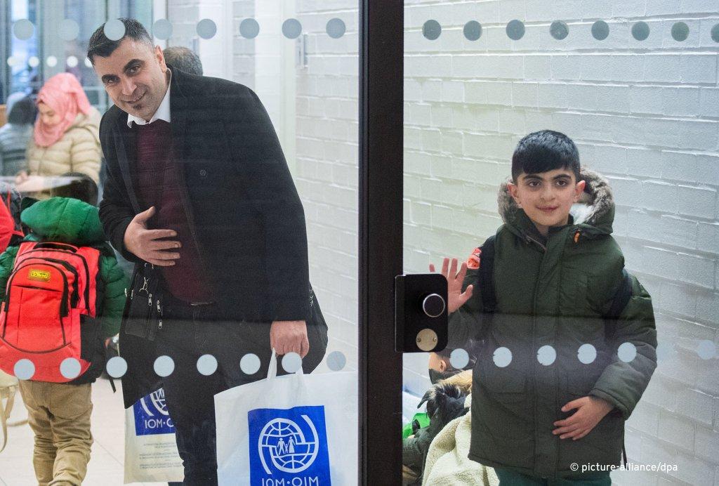وصول 254 لاجئ من تركيا إلى هانوفر