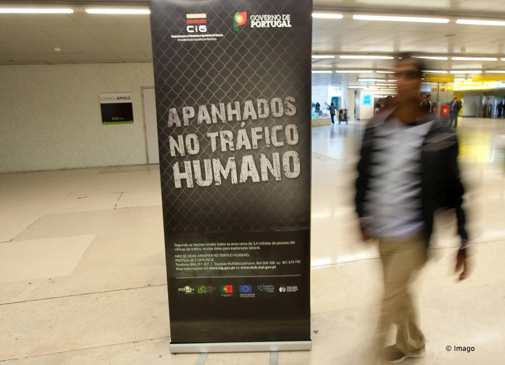 The Portuguese government advertises its campaign against Trafficking, Lisbon | Photo: Paul Spranger/Global Images