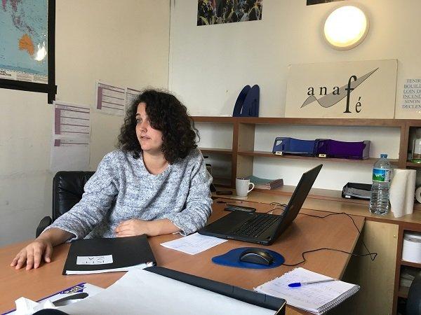 Charlene Cuartero-Saez salarie de lassociation Anaf dans son bureau de la ZAPI Crdit  InfoMigrants