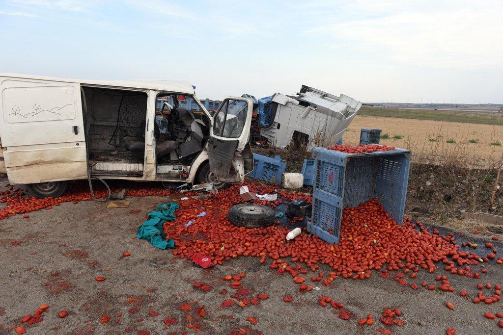 ansa / حادث السير الذي وقع السبت في منطقة بوليا، ولقي خلاله 4 مهاجرين مصرعهم. الصورة: أنسا.