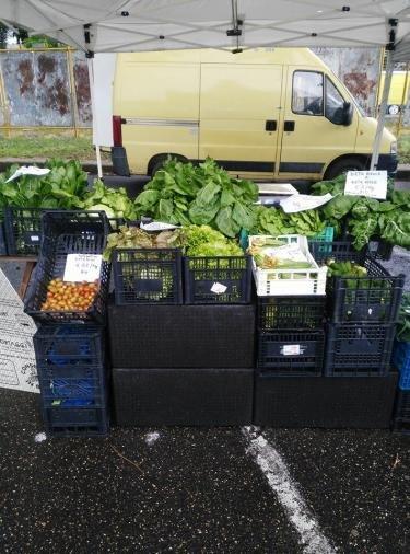 Vente de légumes sur un marché. Photo publiée sur la page Facebook Barikamà.