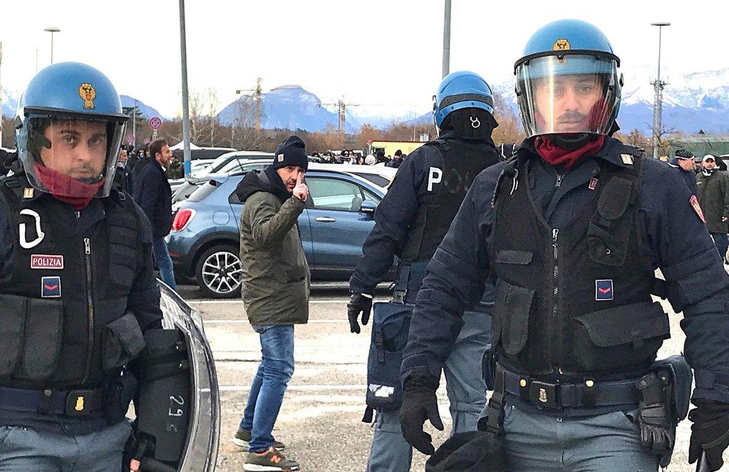 ansa / الشرطة الإيطالية في أوديني وفريولي فينيسيا جيوليا.