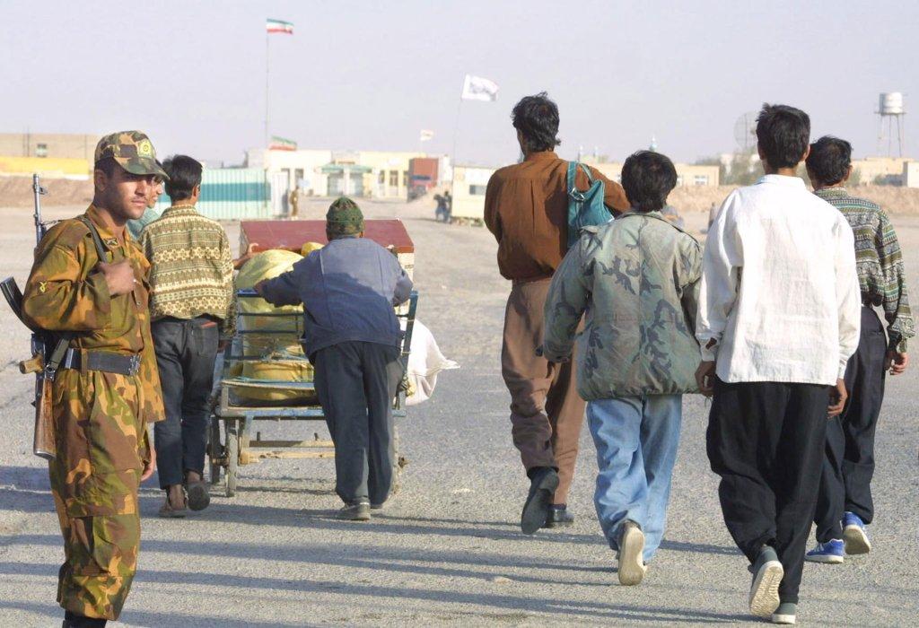ATTA KENARE / AFP  Suite à la crise économique iranienne, les travailleurs afghans quittent l'Iran de leur propre gré pour rejoindre leurs familles.