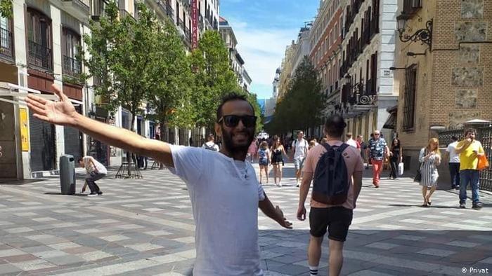 أمين تاكي سعيد بوصوله إلى مدريد رغم الصدمة الثقافية التي أصابته بسبب الهدوء في أوروبا كما يقول