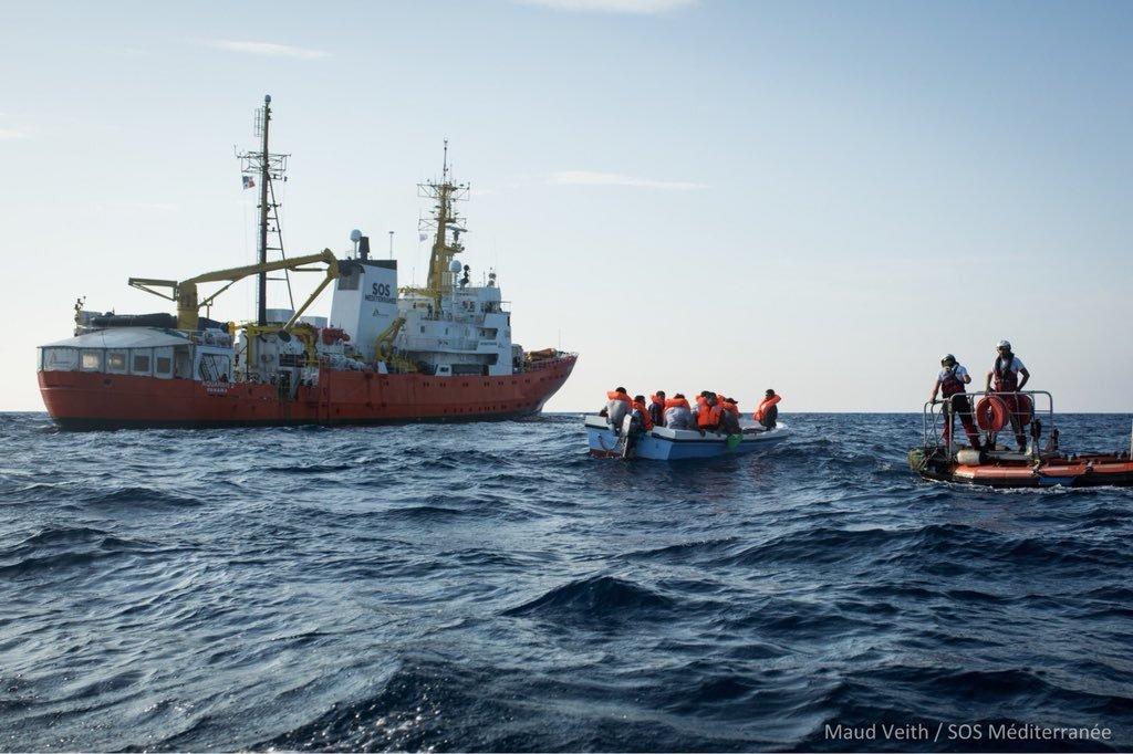 L'Aquarius au large des eaux libyennes. Crédit : SOS Méditerranée