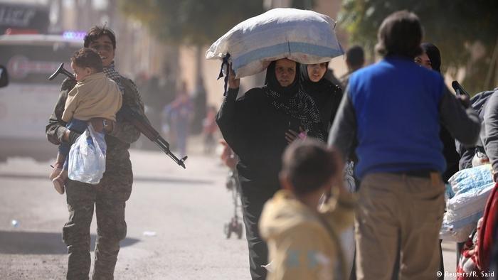 عشرات آلاف المدنيين فروا من مدينة الرقة هرباً من المعارك التي شهدتها