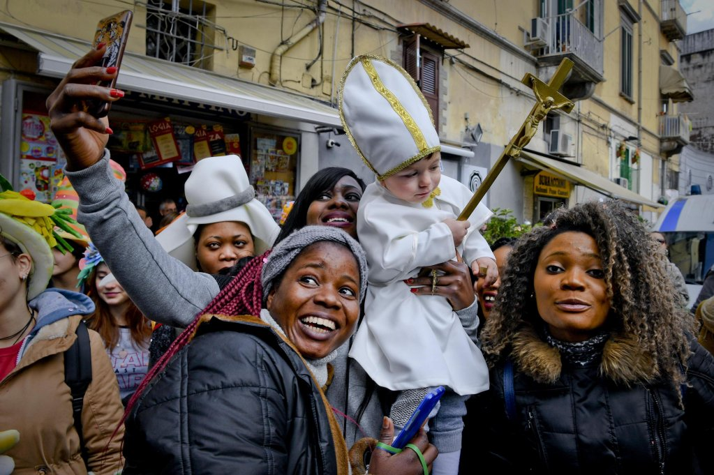 Women at the recent carnival for migrant rights and Italian citizenship (archive ANSA/CIRO FUSCO)