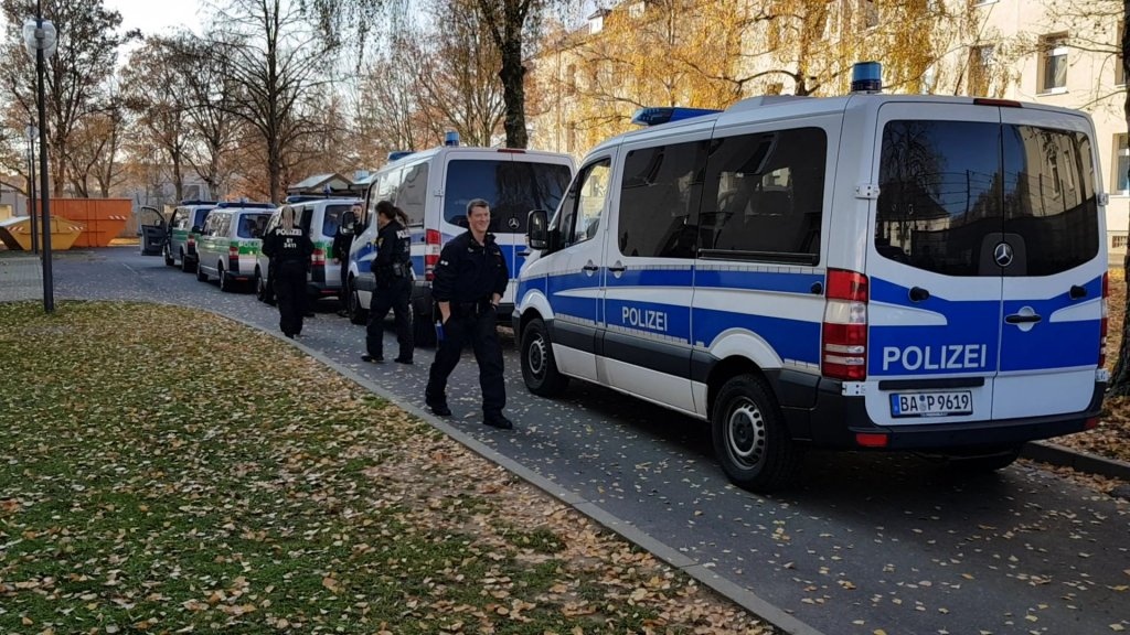 Police raid at the Schweinfurt anchor center on November 16 2018  Photo Benjamin Bathke