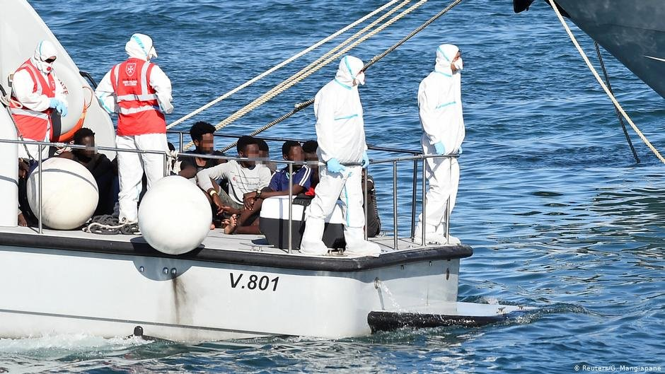 Some minors were allowed to disembark from the Open Arms on Saturday, August 17, 2019 | Photo: Reuters/G.Mangiapane