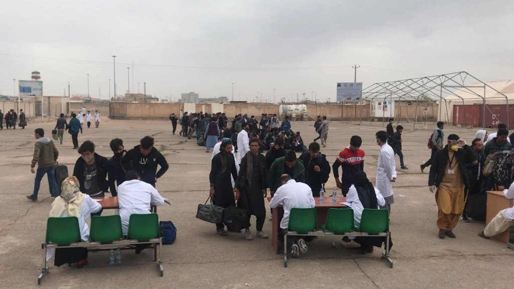 روند بازگشت مهاجران افغان از ایران در جریان بحران کرونا: عکس از شعیب تنها/دویچه وله
